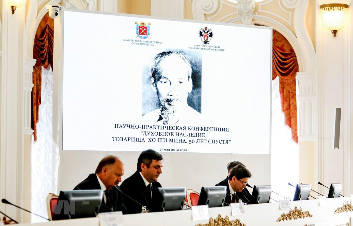 Hội thảo được tổ chức trang trọng tại khán phòng chính của trụ sở thành phố cho thấy sự kính trọng từ phía Chính quyền Saint-Petersburg với Chủ tịch Hồ Chí Minh - vị lãnh tụ kính yêu của Việt Nam. (Ảnh: Tâm Hằng/TTXVN)
