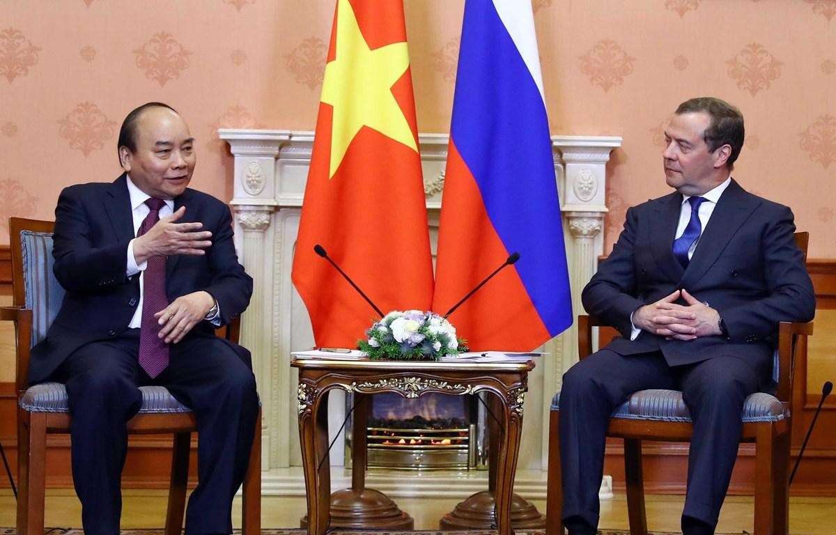 Thủ tướng Nguyễn Xuân Phúc và Thủ tướng Liên bang Nga Dmitri Medvedev. (Ảnh: Thống Nhất/TTXVN)