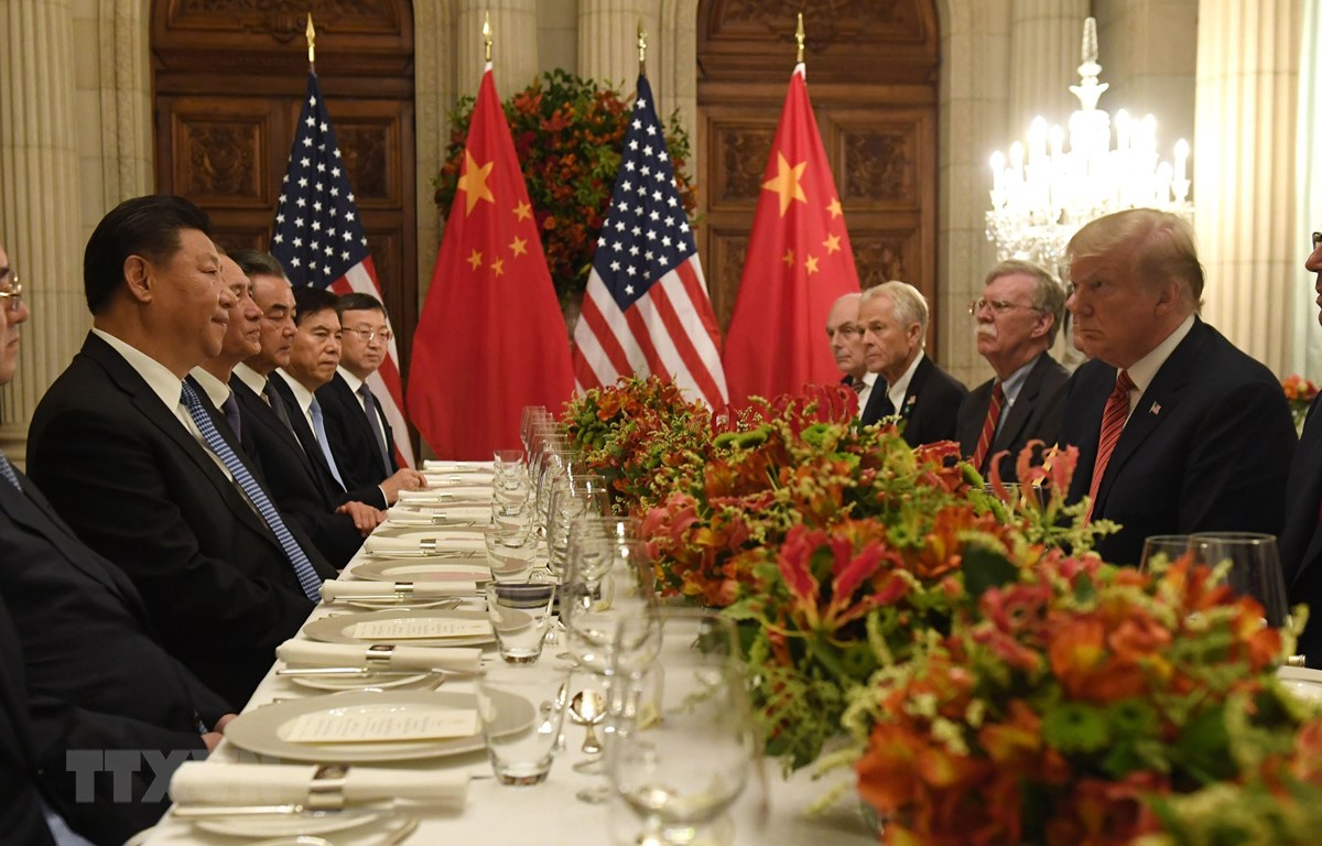 Tổng thống Mỹ Donald Trump trong cuộc gặp Chủ tịch Trung Quốc Tập Cận Bình (thứ 2, trái) bên lề Hội nghị thượng đỉnh G20 ở Buenos Aires, Argentina ngày 1/12/2018. (Ảnh: AFP/TTXVN)