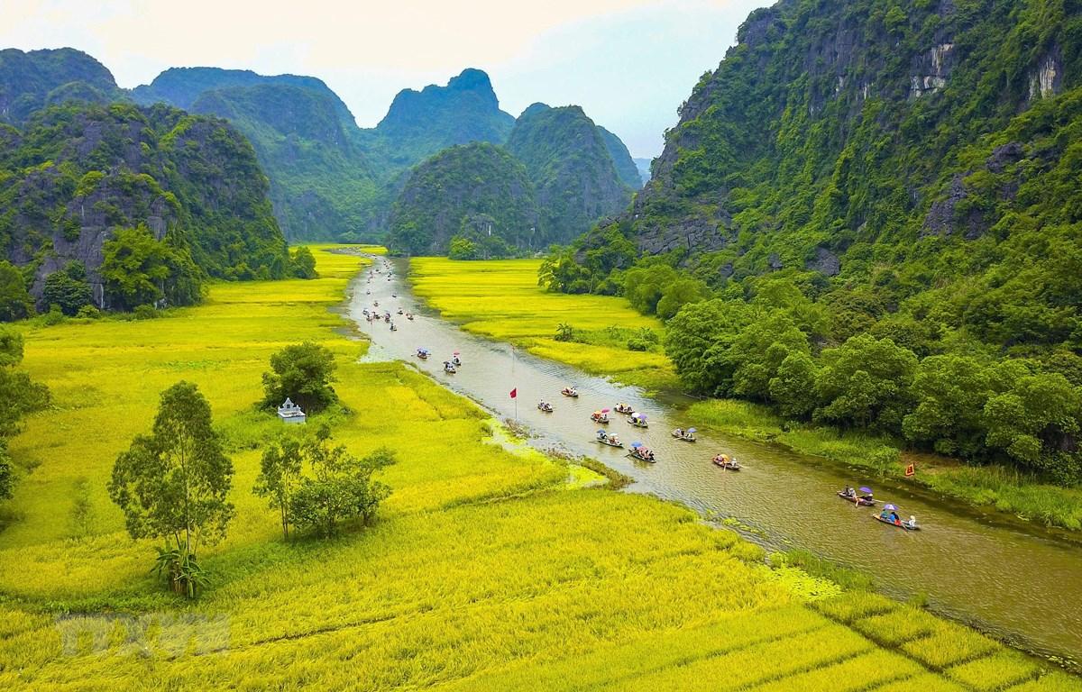 Quần thể danh thắng Tràng An là Di sản văn hóa và thiên nhiên thế giới, di sản hỗn hợp đầu tiên của Việt Nam và Đông Nam Á. (Ảnh: Minh Đức/TTXVN)