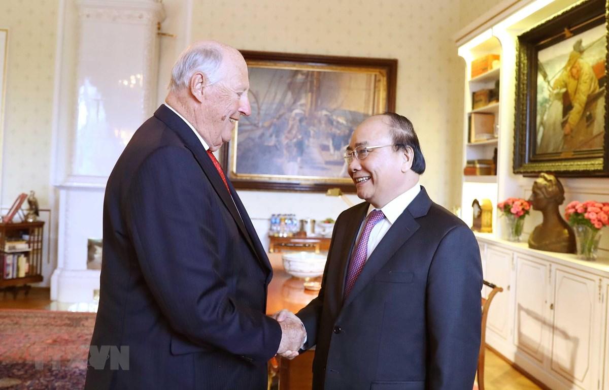 Thủ tướng Nguyễn Xuân Phúc hội kiến Nhà vua Na Uy Harald V. (Ảnh: Thống Nhất/TTXVN)