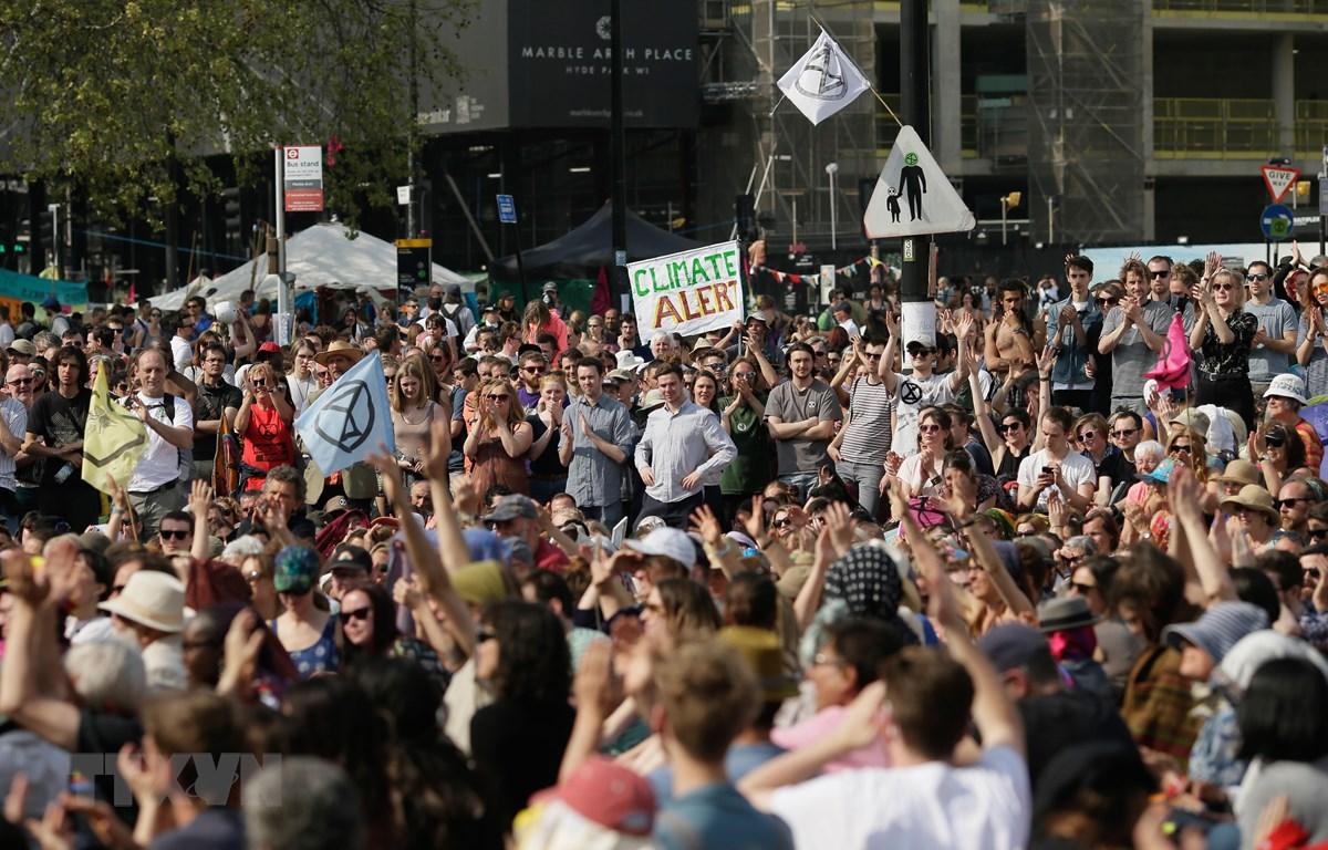 Người biểu tình phản đối biến đổi khí hậu tập trung tại thủ đô London, Anh, ngày 22/4/2019. (Ảnh: THX/TTXVN)