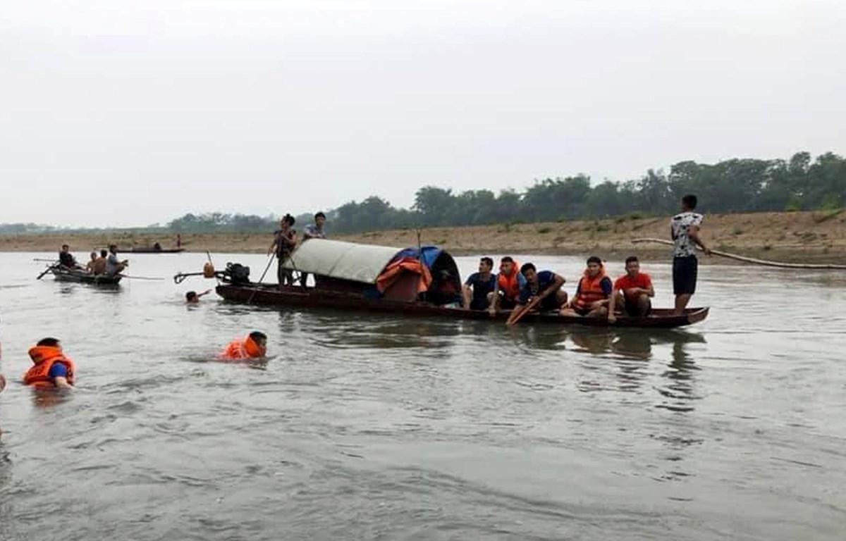 Lực lượng cứu hộ tìm kiếm các nạn nhân trong một vụ đuối nước. Ảnh minh họa. (Nguồn: TTXVN)