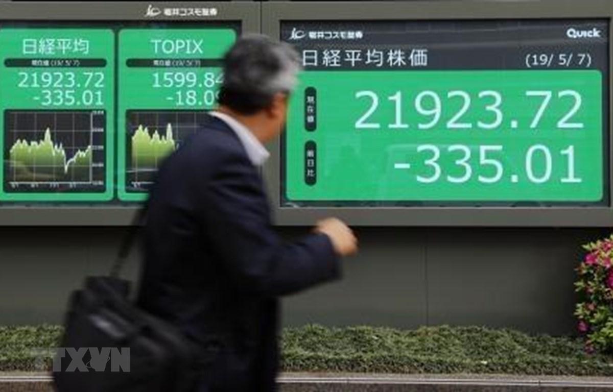 Bảng tỷ giá chứng khoán tại Tokyo, Nhật Bản, ngày 7/5/2019. (Ảnh: Kyodo/ TTXVN)