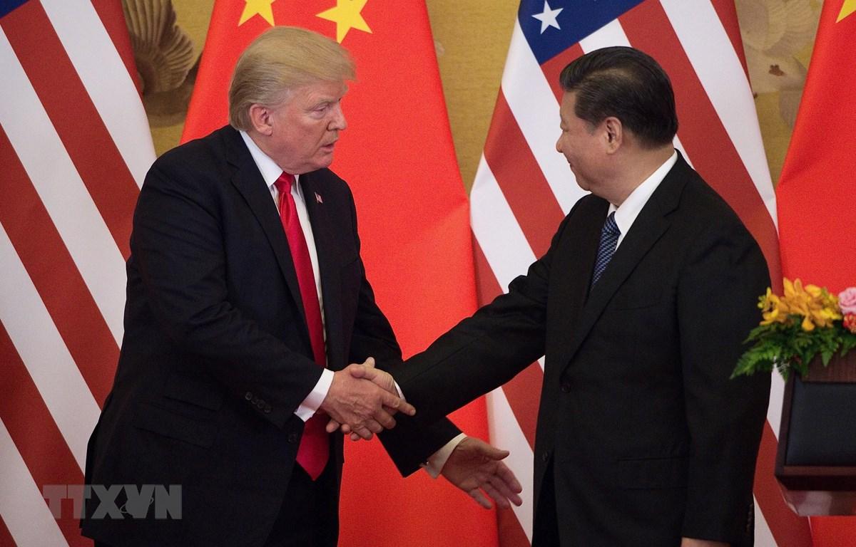 Chủ tịch Trung Quốc Tập Cận Bình (phải) và Tổng thống Mỹ Donald Trump duyệt trong cuộc họp báo chung tại Bắc Kinh (Trung Quốc) ngày 9/11/2017. (Ảnh: AFP/ TTXVN)