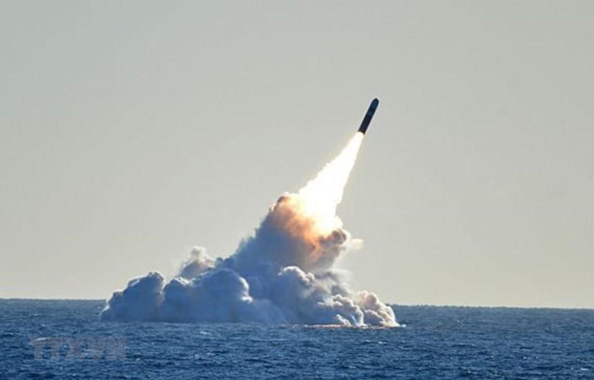 Hải quân Mỹ phóng thử nghiệm một loại tên lửa ở ngoài khơi vùng biển bang Florida ngày 11/5/2019. )Ảnh: Fox News/TTXVN)