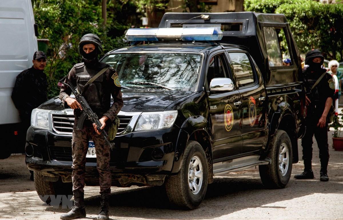 Lực lượng an ninh Ai Cập gác tại thủ đô Cairo. (Ảnh: AFP/TTXVN)