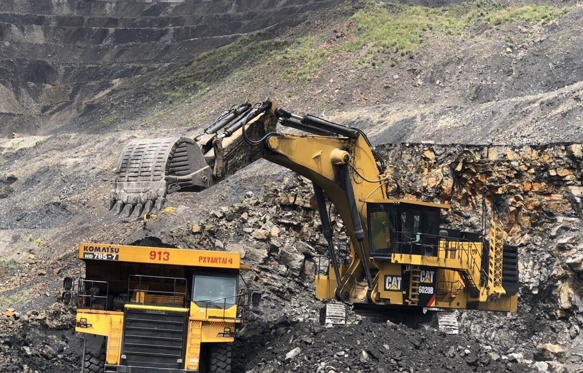 Khai thác than tại mỏ than Quảng Ninh. (Ảnh: Trung Nguyên/TTXVN)