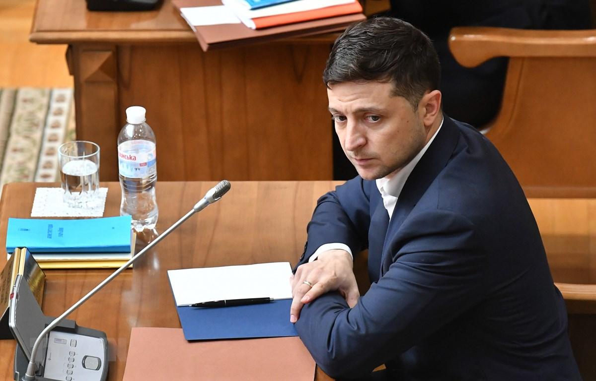 Tổng thống Ukraine Volodymyr Zelensky tại phiên họp của Tòa án Hiến pháp ở Kiev ngày 11/6/2019. (Ảnh: AFP/TTXVN)