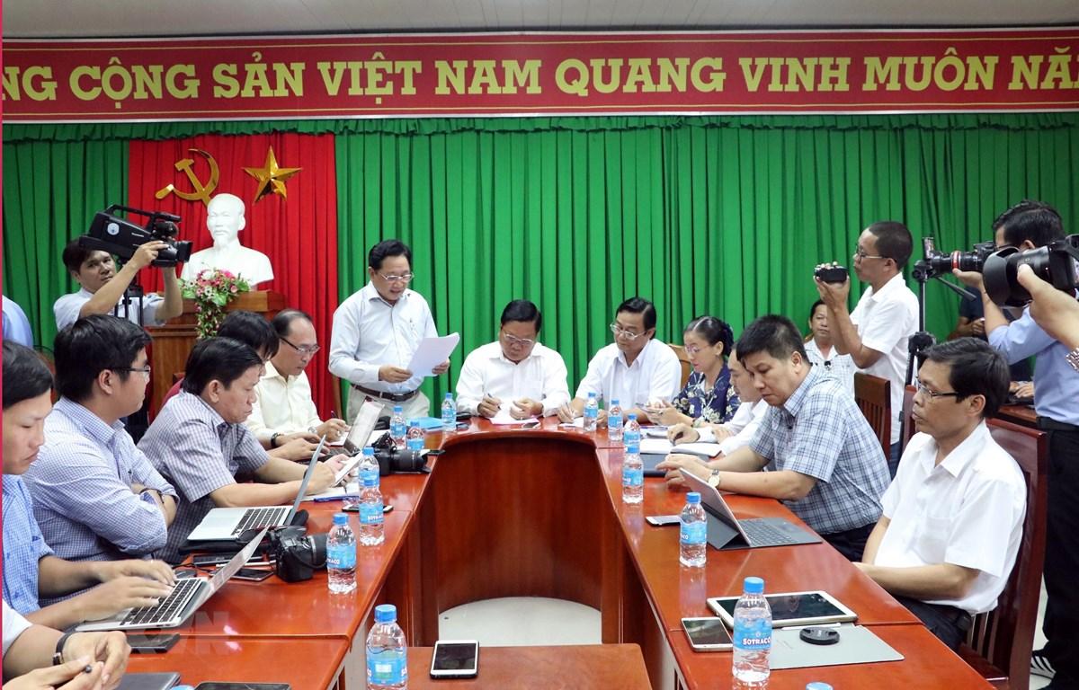 Đông đảo phóng viên các cơ quan thông tấn, báo chí đến đưa tin buổi họp báo. (Ảnh: Trung Hiếu/TTXVN)