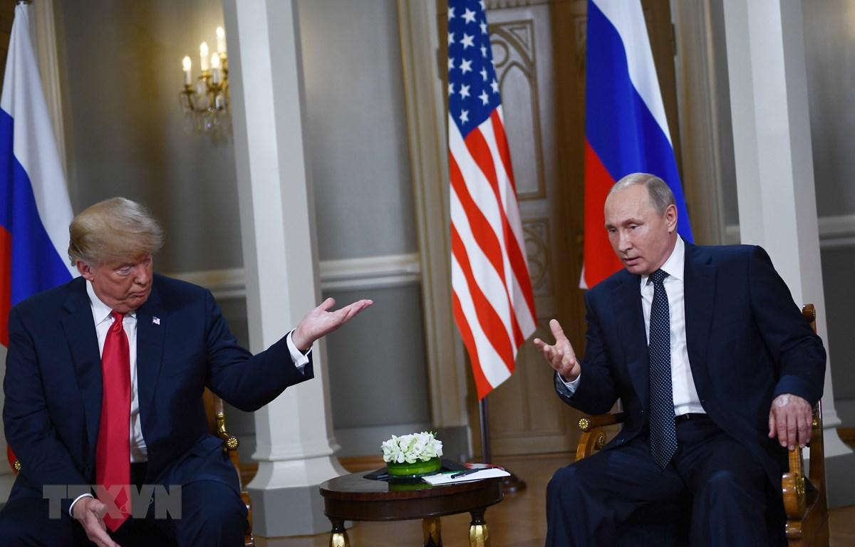 Tổng thống Nga Vladimir Putin (phải) và Tổng thống Mỹ Donald Trump trong cuộc gặp thượng đỉnh ở Helsinki (Phần Lan) ngày 16/7. (Ảnh: AFP/ TTXVN)