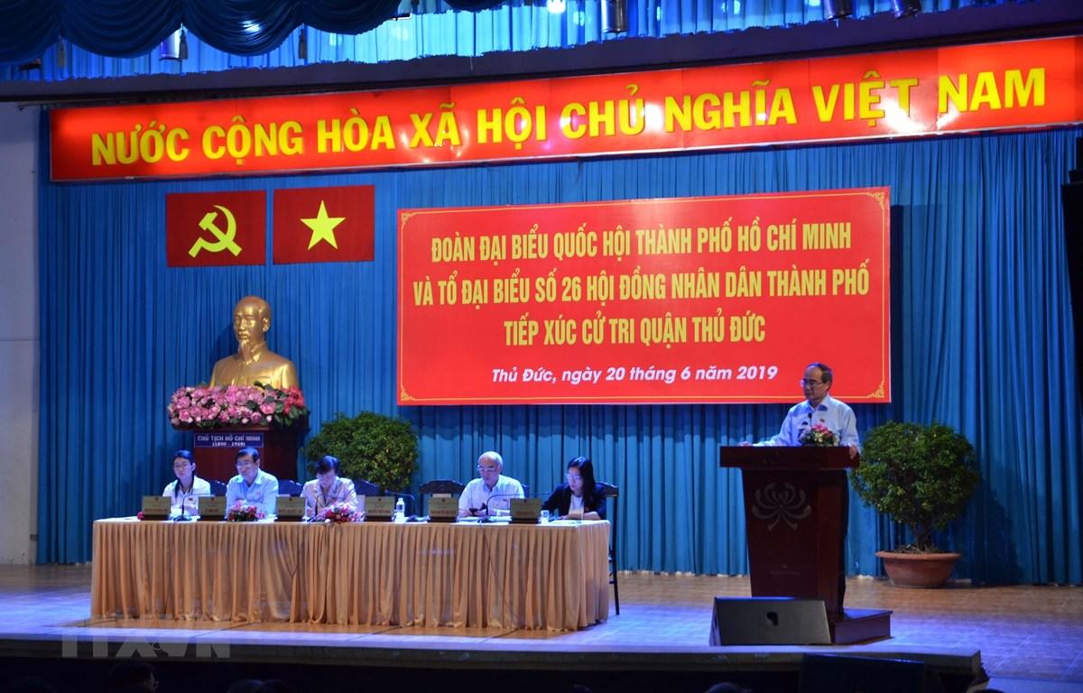 Bí thư Thành ủy Thành phố Hồ Chí Minh Nguyễn Thiện Nhân phát biểu tại buổi tiếp xúc cử tri. (Ảnh: Thu Hoài/TTXVN)