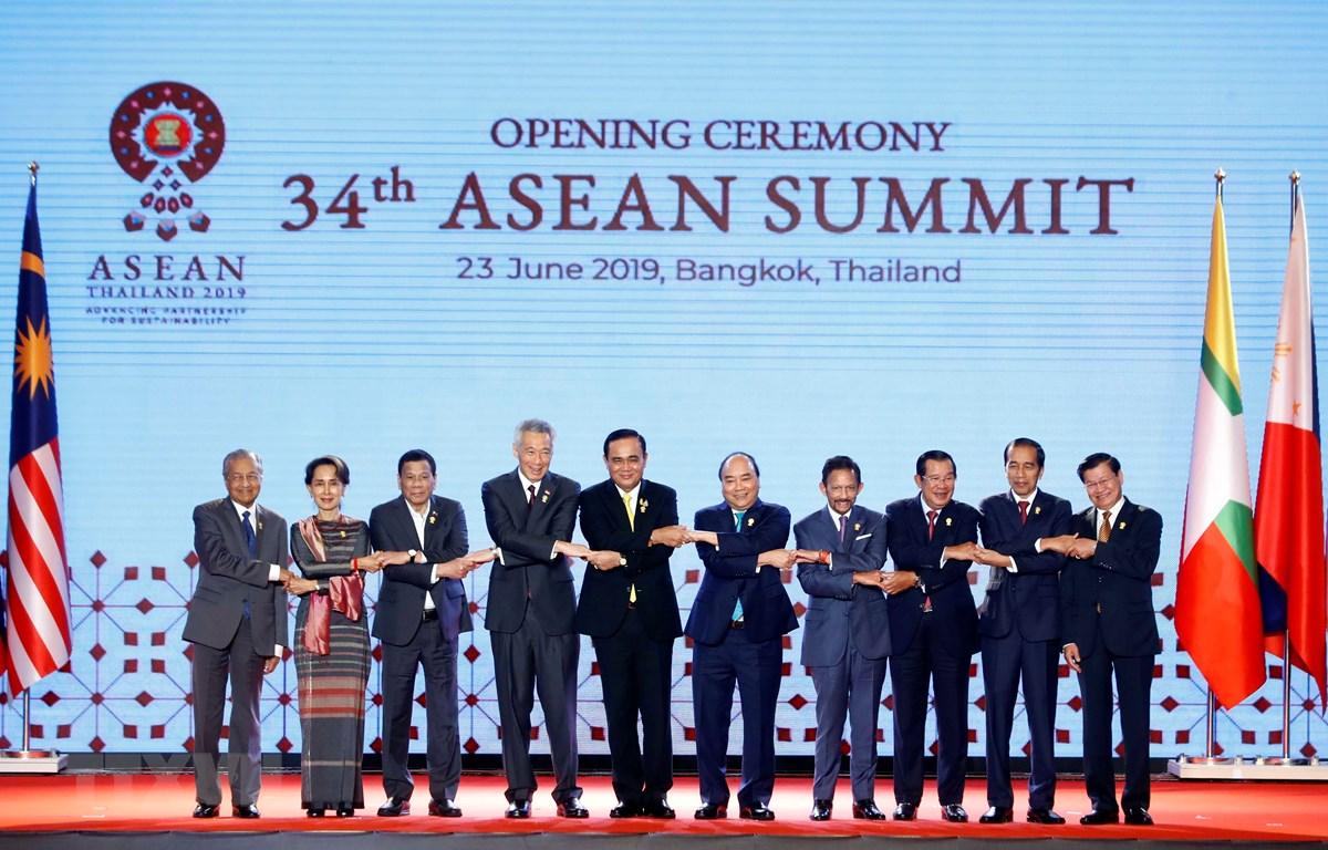 Thủ tướng Nguyễn Xuân Phúc và các Nhà lãnh đạo ASEAN chụp ảnh chung. (Ảnh: Thống Nhất/TTXVN)