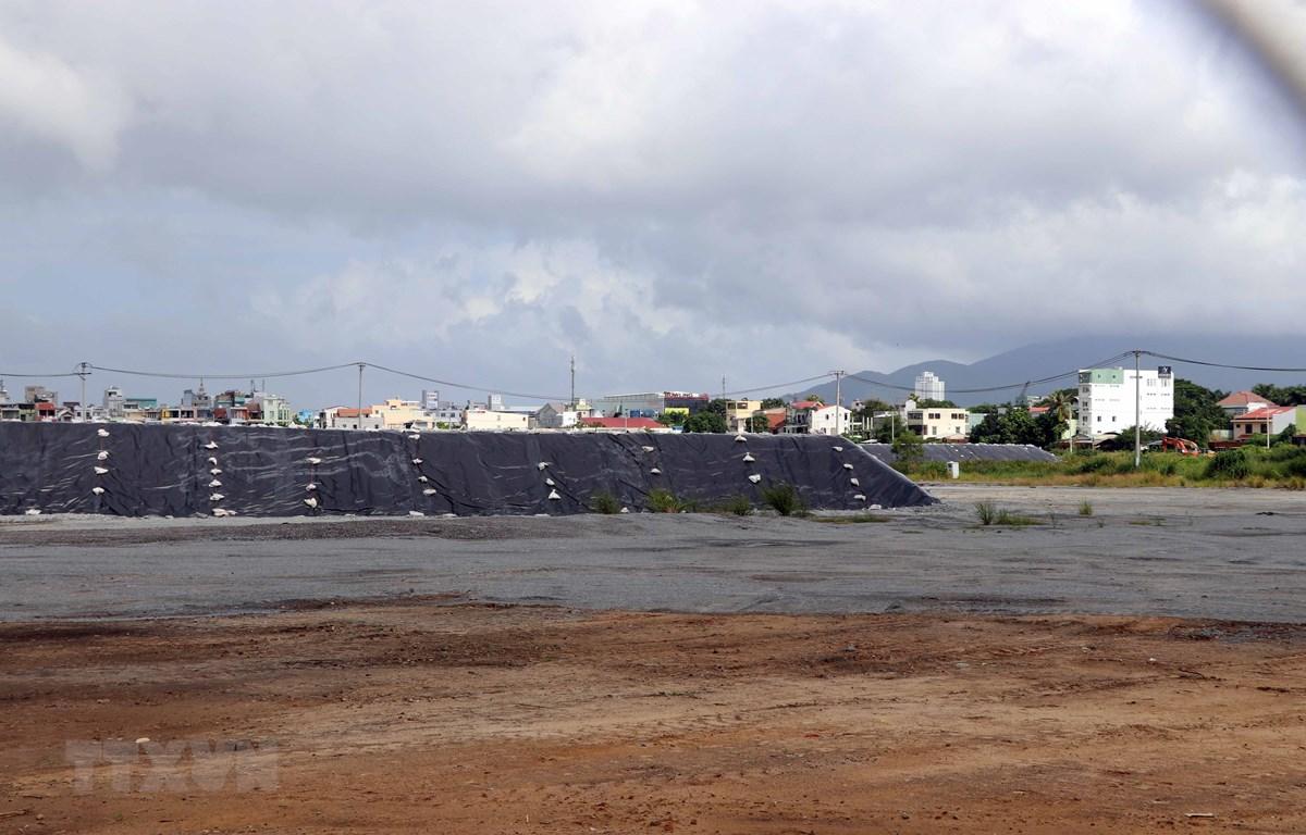 Các hố xử lý đất nhiễm dioxin trong sân bay Đà Nẵng. (Ảnh: Nguyễn Sơn/TTXVN)