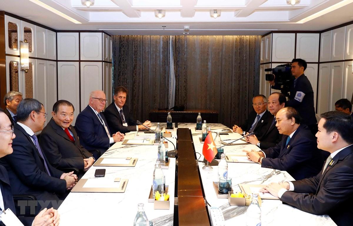 Thủ tướng Nguyễn Xuân Phúc tiếp một số doanh nghiệp. (Ảnh: Thống Nhất -TTXVN)