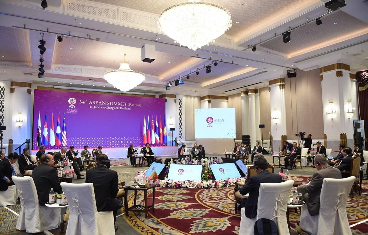 Thủ tướng Nguyễn Xuân Phúc dự Phiên họp kín của các Nhà lãnh đạo ASEAN. (Ảnh: TTXVN)