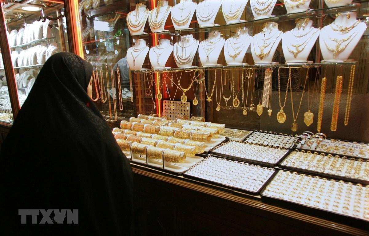 Một cửa hàng kim hoàn ở tỉnh Đông Azerbaijan của Iran. (Ảnh: AFP/TTXVN)