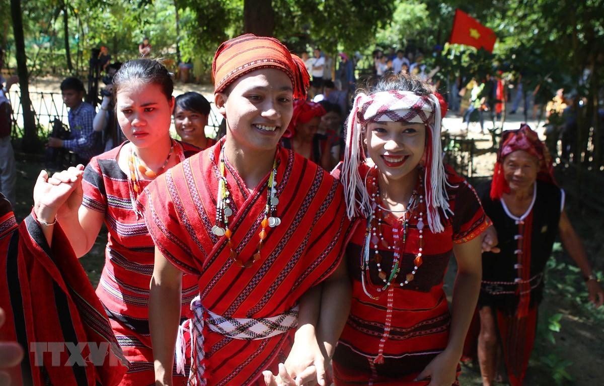 Lễ cưới truyền thống của dân tộc PaCô. (Ảnh: Hồ Cầu/TTXVN)