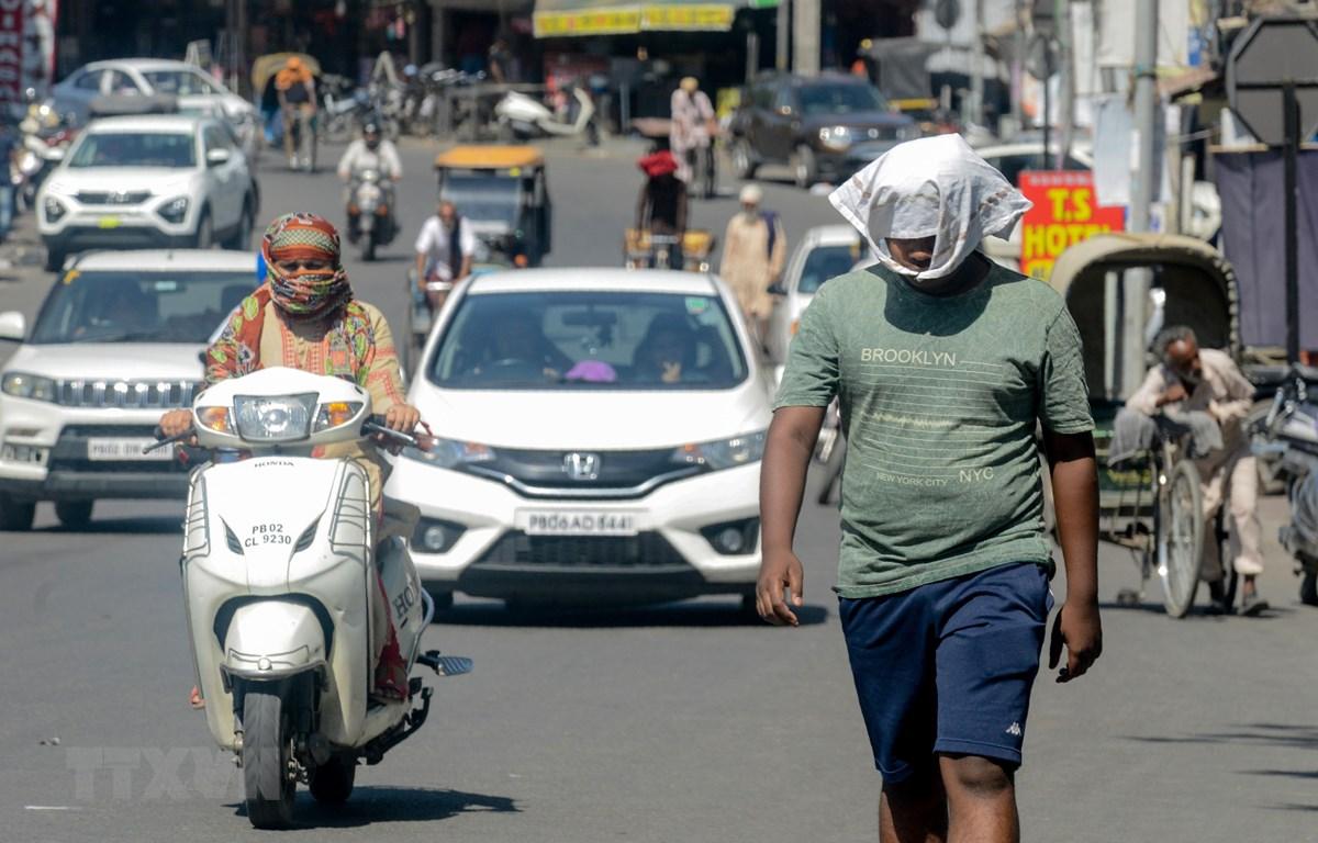 Nắng nóng tại Amritsar, Ấn Độ, ngày 28/5. (Ảnh: AFP/TTXVN)