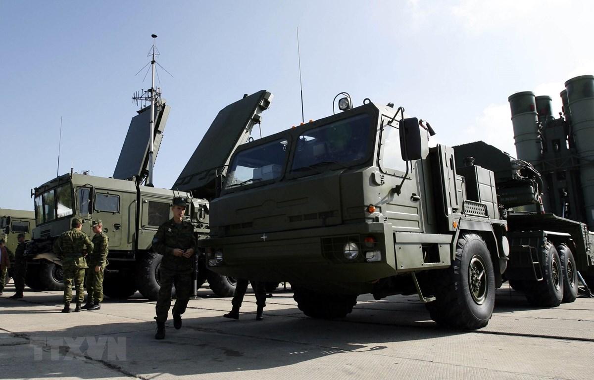 Hệ thống phòng thủ tên lửa S-400 Triumph của Nga tại Elektrostal. (Ảnh: AFP/TTXVN)