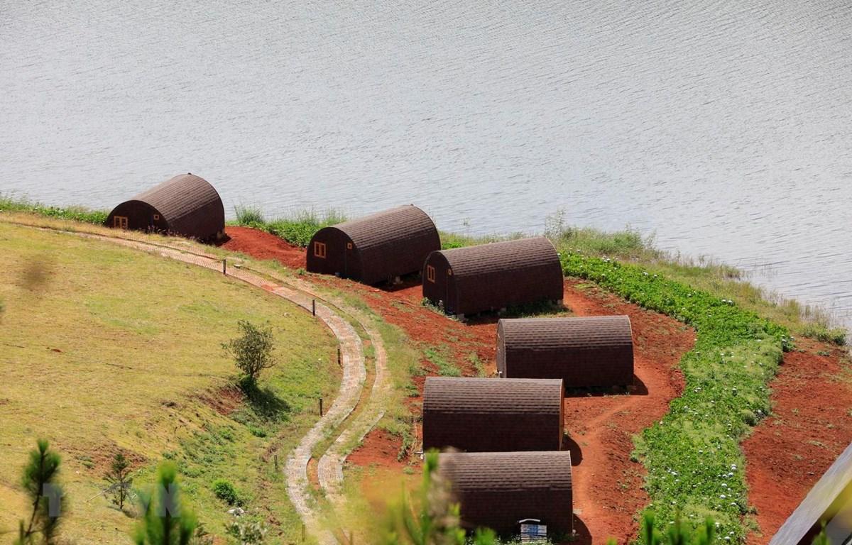 19 căn nhà gỗ vi phạm Di tích thắng cảnh quốc gia Hồ Tuyền Lâm hồi tháng 11/2018. (Ảnh: Đặng Tuấn/TTXVN)