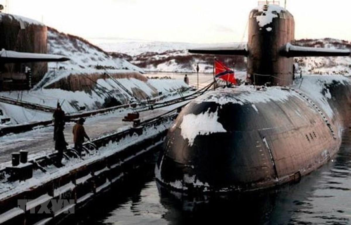 Tàu ngầm hạt nhân của Nga ở căn cứ hải quân thành phố Severomorsk, nơi tàu lặn nghiên cứu biển sâu của quân đội Nga neo đậu sau vụ hỏa hoạn. (Ảnh: AP/TTXVN)