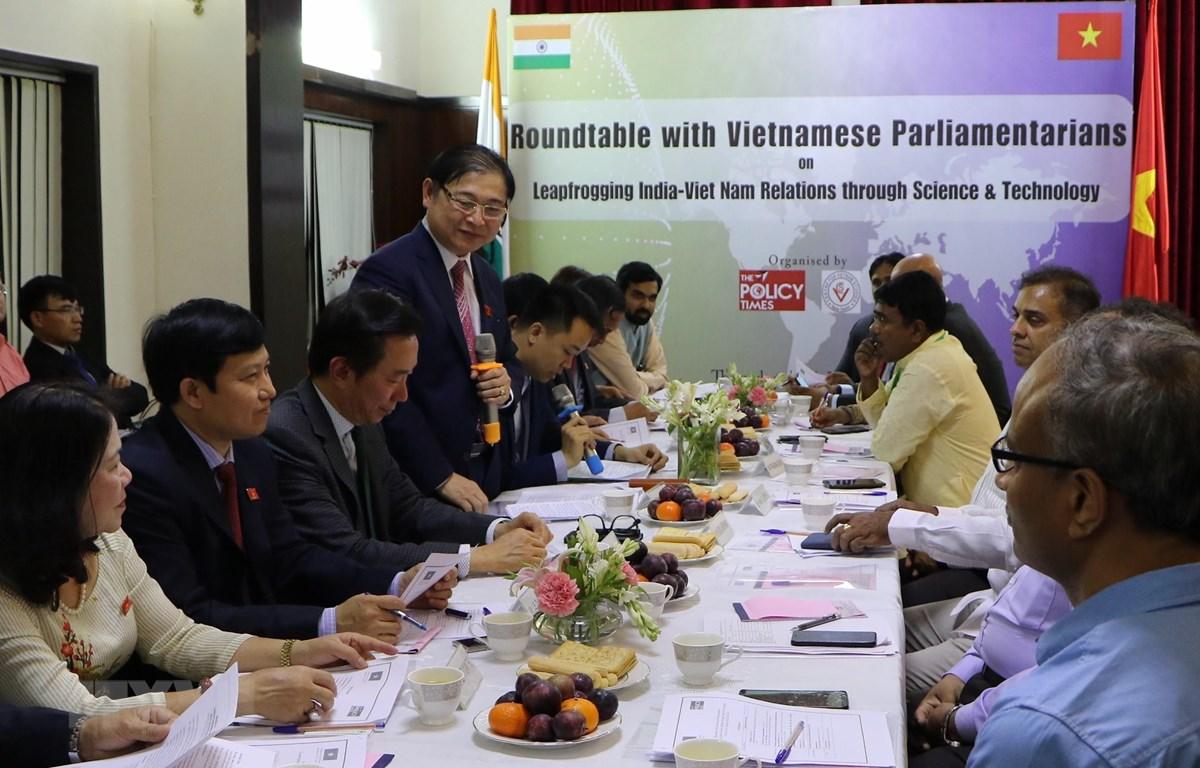 Chủ nhiệm Ủy ban Khoa học Công nghệ và Môi trường của Quốc hội, ông Phan Xuân Dũng phát biểu tại hội thảo. (Ảnh: Huy Lê/TTXVN)