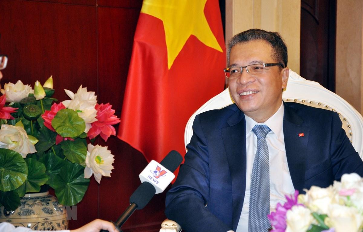 Đại sứ Việt Nam tại Trung Quốc Đặng Minh Khôi trả lời phỏng vấn phóng viên TTXVN. (Ảnh: Lương Tuấn/TTXVN)