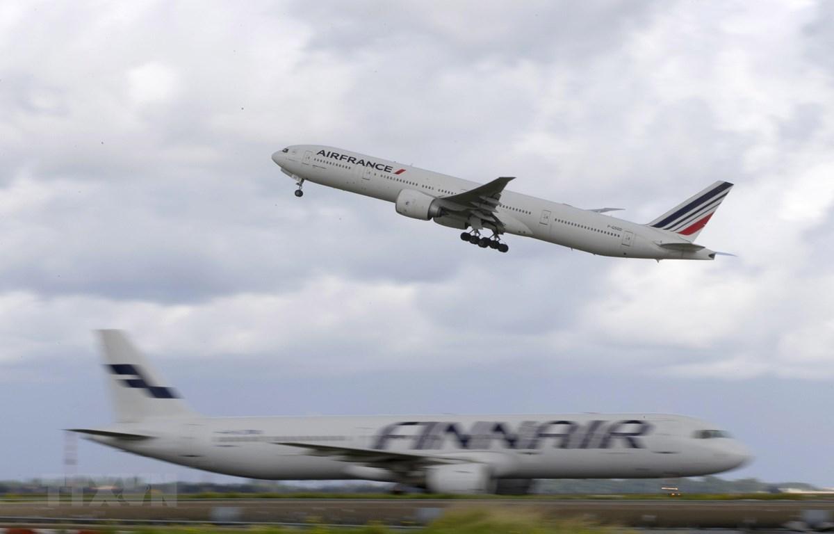 Một máy bay Boeing 777 cất cánh tại sân bay Roissy-Charles-de-Gaulle ở Roissy-en-France, Pháp. (Ảnh: AFP/TTXVN)