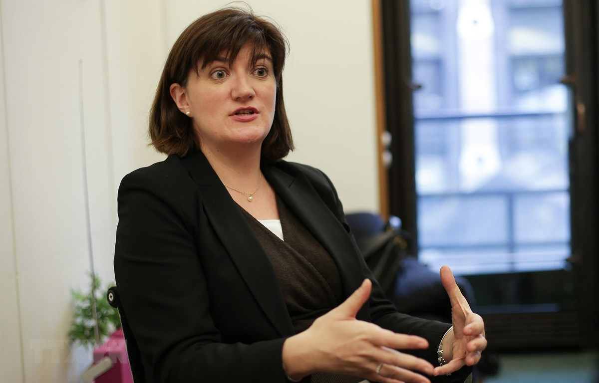 Nghị sỹ Anh Nicky Morgan phát biểu với báo giới tại thủ đô London. (Ảnh: AFP/ TTXVN)