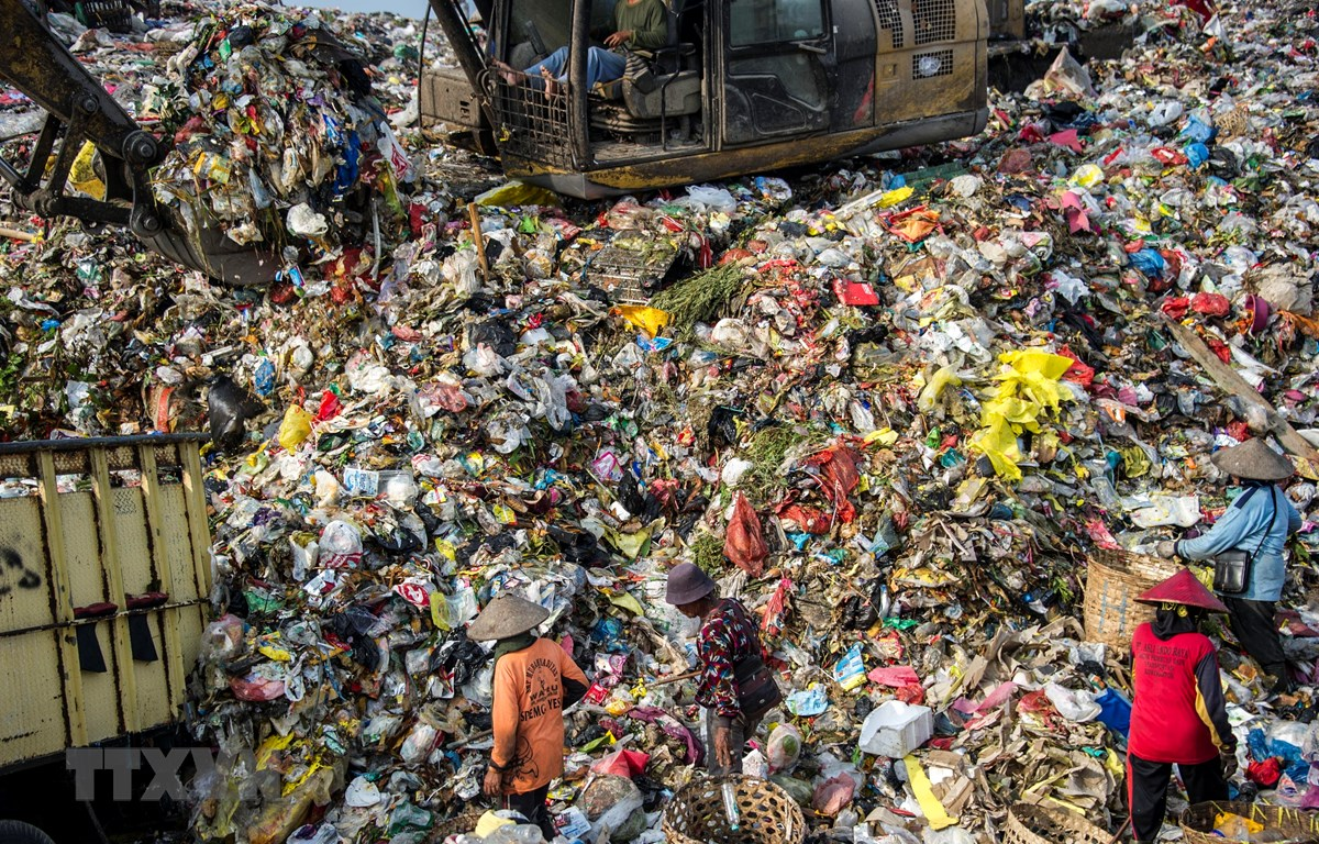 Một bãi rác thải ở Bekasi, Indonesia. (Ảnh: AFP/TTXVN)