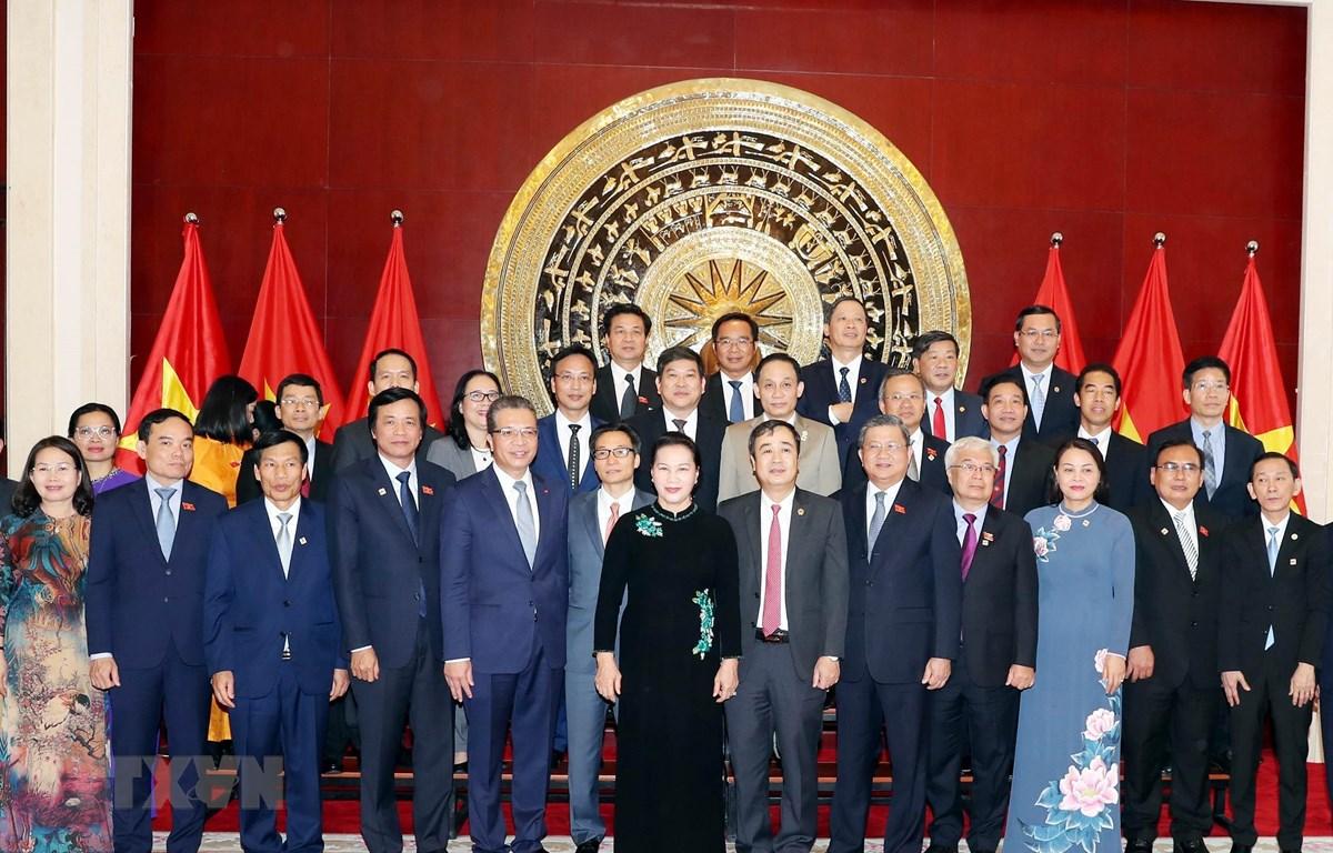 Chủ tịch Quốc hội Nguyễn Thị Kim Ngân với cán bộ, nhân viên và bà con Kiều bào tại Trung Quốc. (Ảnh: Trọng Đức/TTXVN)