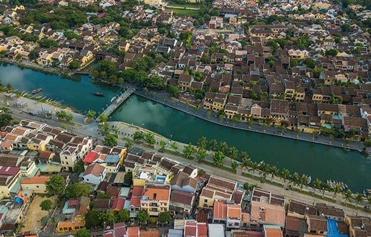 Thành phố Hội An (Quảng Nam) bên bờ sông Hoài. Ảnh: Trọng Đạt/TTXVN)