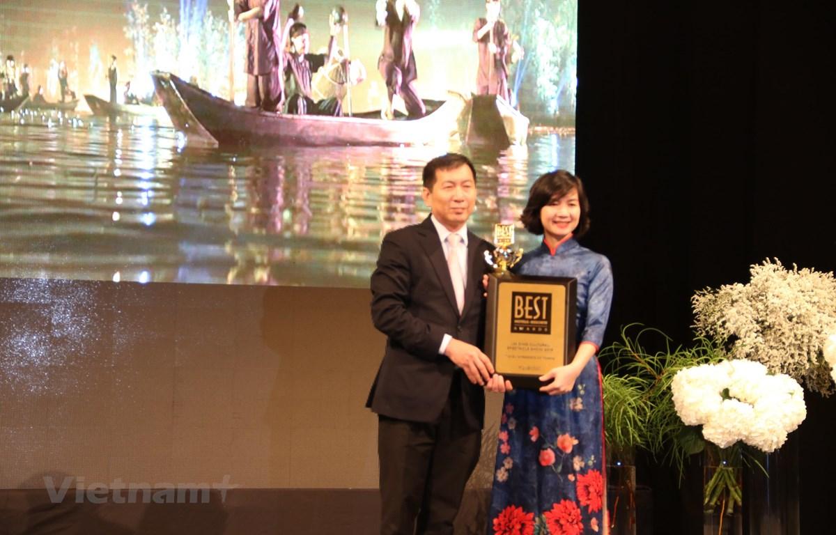 """""""Tinh hoa Bắc Bộ"""" được vinh danh là """"Chương trình biểu diễn văn hóa thực cảnh hàng đầu 2019"""". (Ảnh: Vietnam+)"""