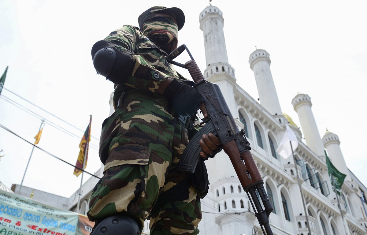 Lực lượng an ninh Sri Lanka gác tại thủ đô Colombo ngày 17/5/2019. (Ảnh: AFP/TTXVN)