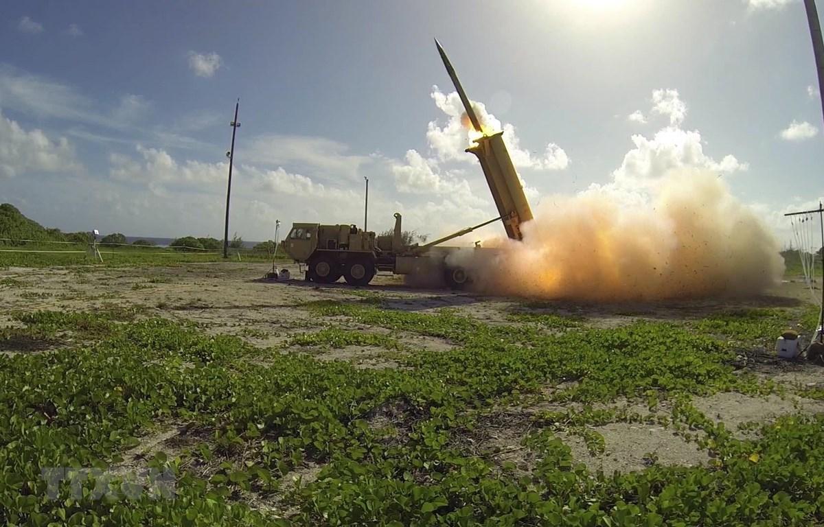 Hệ thống phòng thủ tên lửa tầm cao giai đoạn cuối THAAD của Mỹ được vận hành thử nghiệm tại đảo Wake, Thái Bình Dương. (Ảnh: AFP/TTXVN)