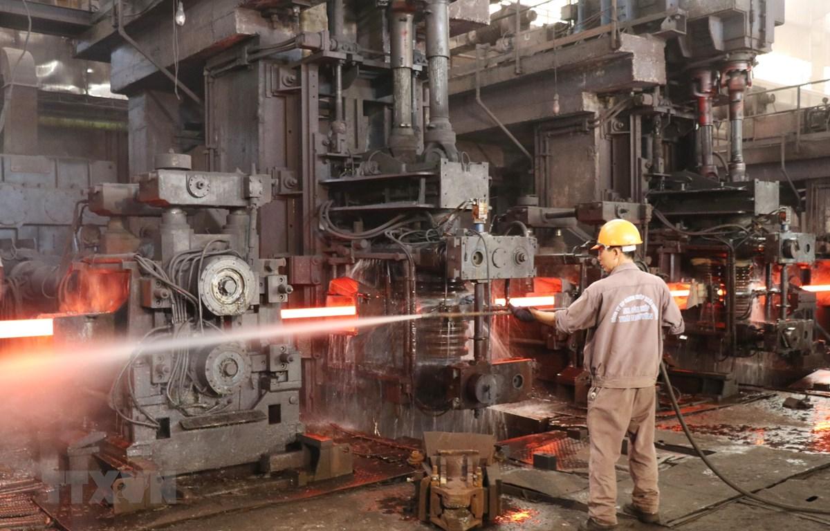 Sản xuất thép tại Công ty cổ phần Gang thép Thái Nguyên. (Ảnh: Hoàng Nguyên/TTXVN)