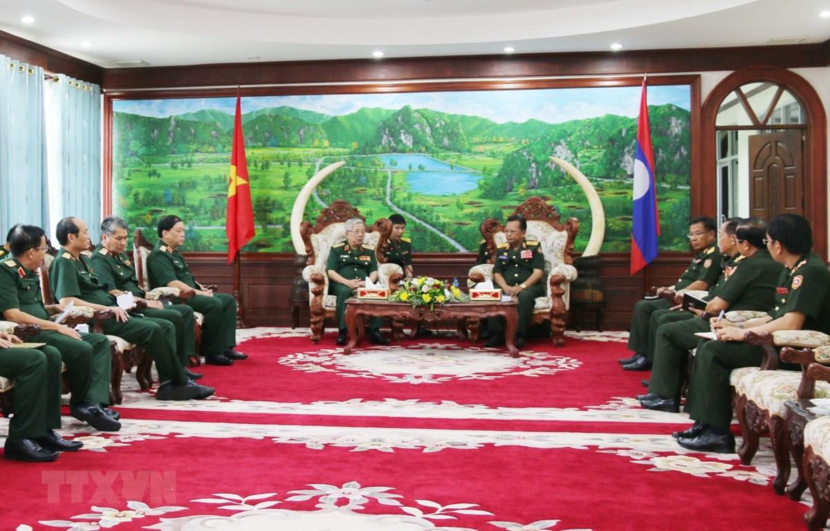 Bộ trưởng Bộ Quốc phòng Lào, Đại tướng Chansamone Chanyalath tiếp Đoàn đại biểu cấp cao Bộ Quốc phòng Việt Nam. (Ảnh: Xuân Tú/TTXVN)
