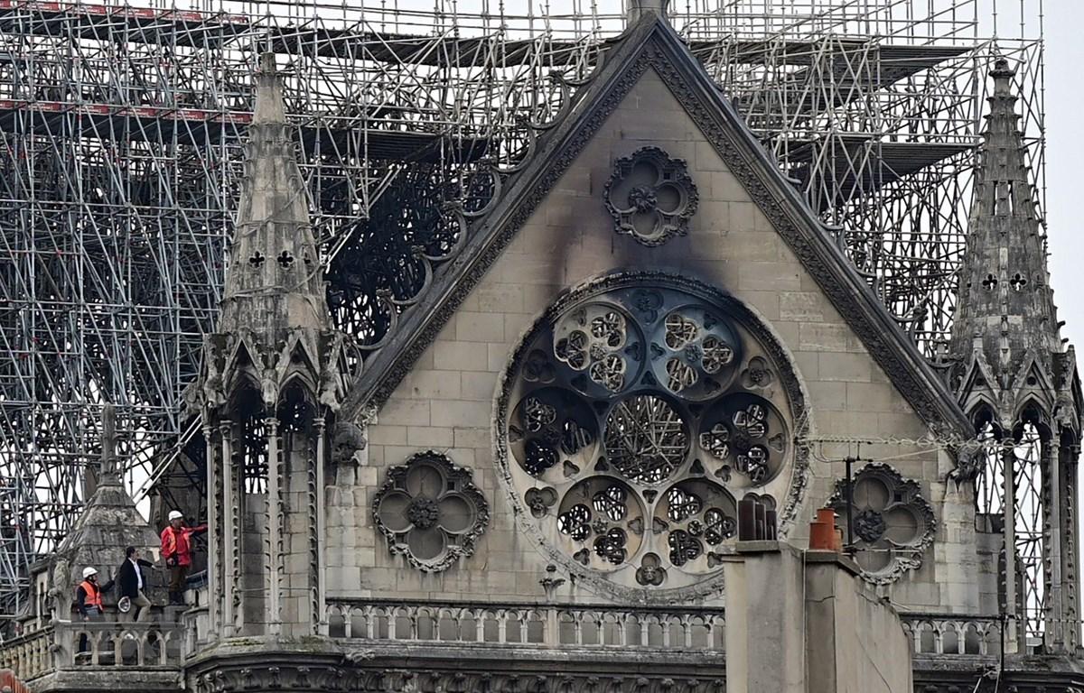 Nhà thờ Đức Bà Paris, Pháp, bị phá hủy một phần sau vụ hỏa hoạn, ngày 15/4/2019. (Ảnh: AFP/TTXVN)