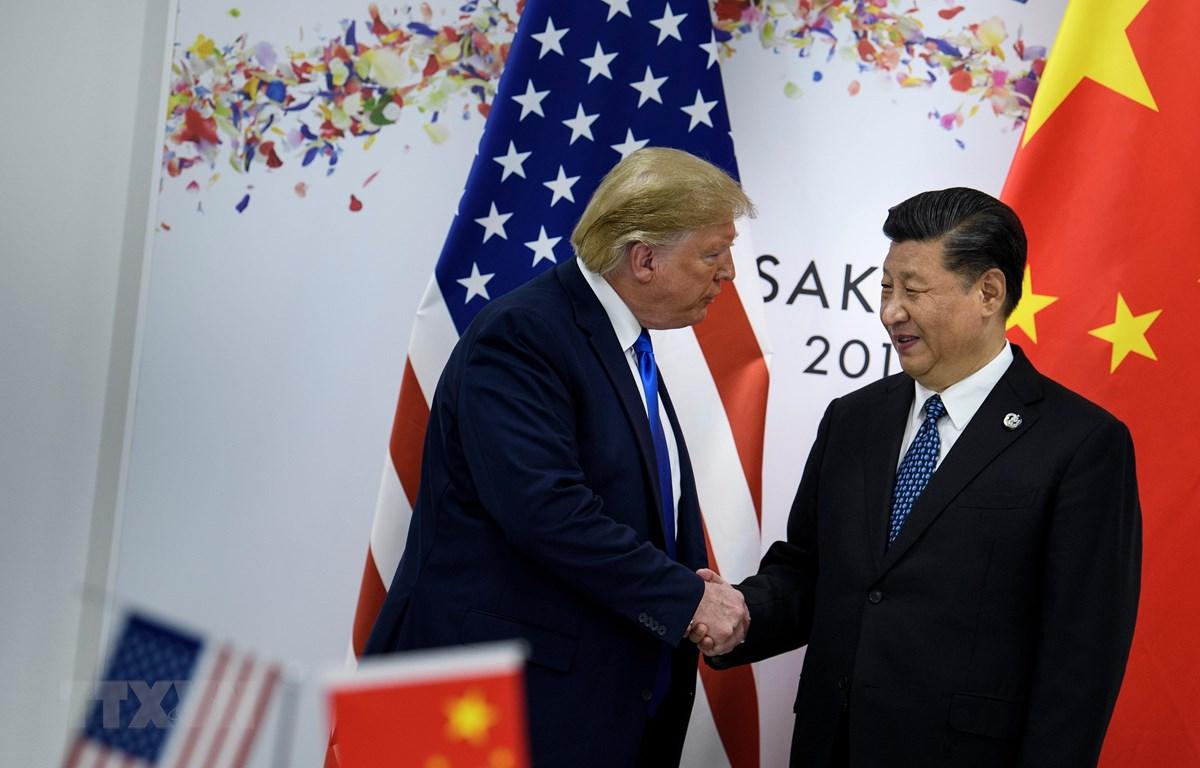 Tổng thống Mỹ Donald Trump (trái) và Chủ tịch Trung Quốc Tập Cận Bình trong cuộc hội đàm bên lề Hội nghị thượng đỉnh G20 tại Osaka, Nhật Bản, ngày 29/6/2019. (Ảnh: AFP/TTXVN)