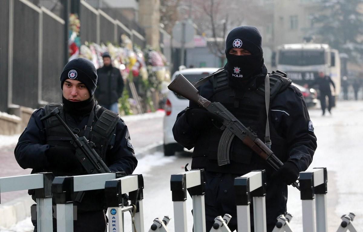 Cảnh sát Thổ Nhĩ Kỳ gác tại thủ đô Ankara. (Ảnh: AFP/TTXVN)