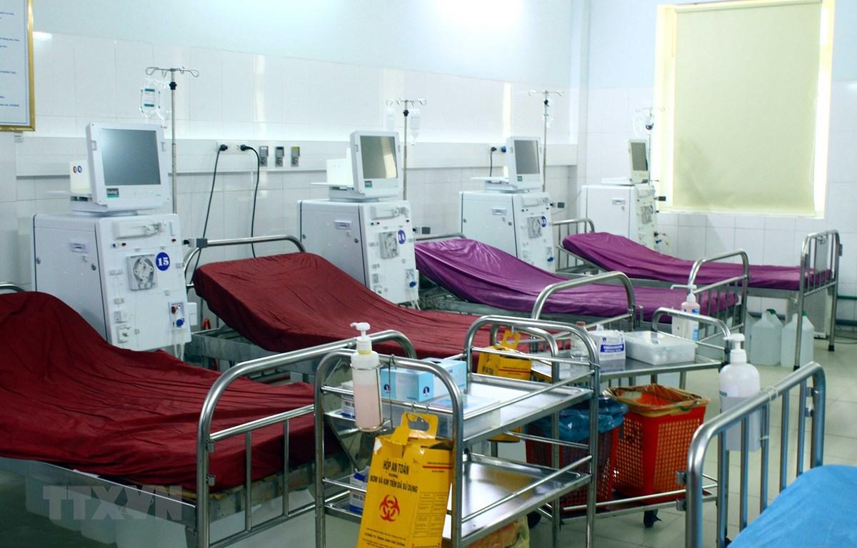 Hệ thống máy móc chạy thận cùng giường bệnh tại (Bệnh viện Hữu nghị Đa khoa tỉnh Nghệ An) đã tạm dừng hoạt động. (Ảnh: Tá Chuyên/TTXVN)