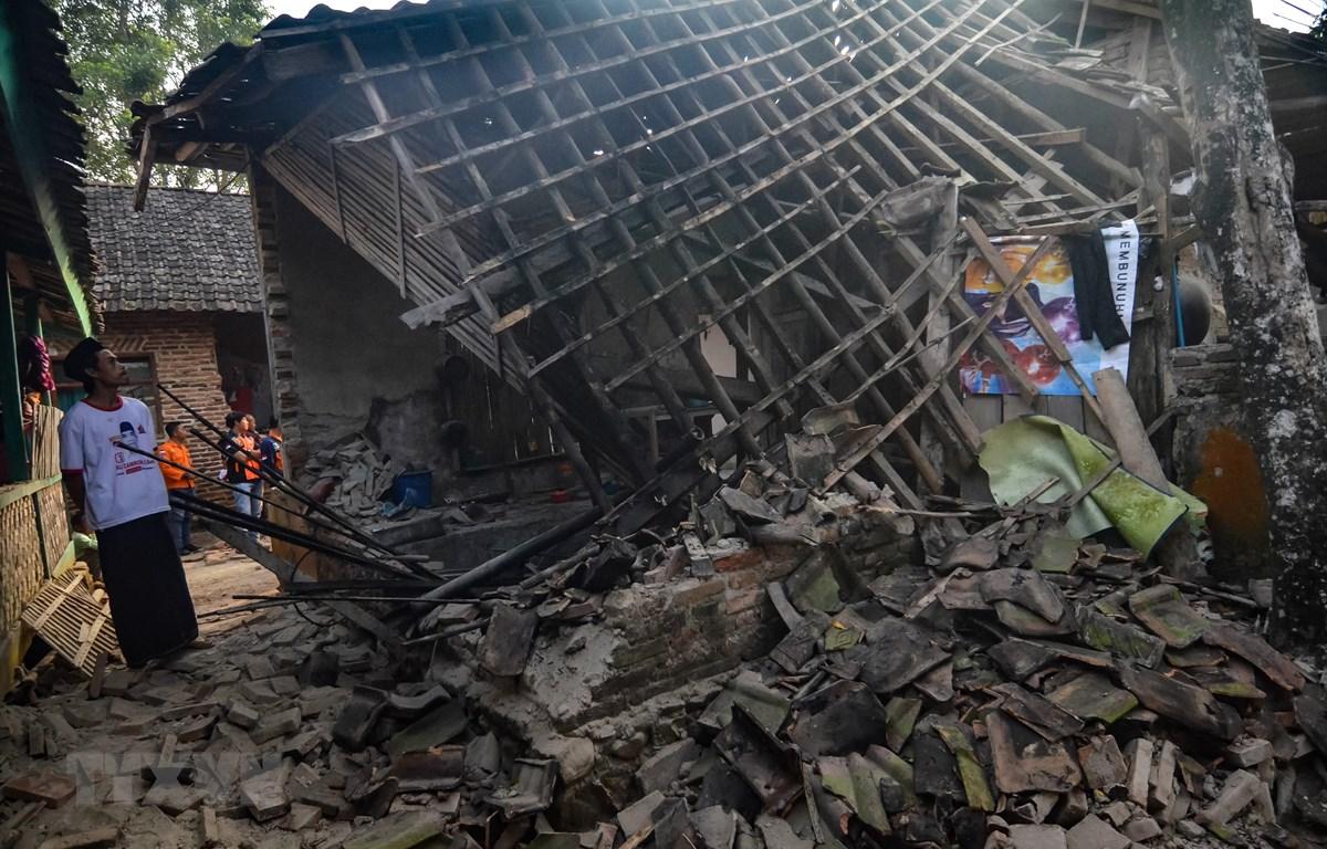 Cảnh đổ vỡ sau trận động đất làm rung chuyển khu vực Pandeglang, tỉnh Banten, Indonesia ngày 3/8/2019. (Ảnh: AFP/TTXVN)