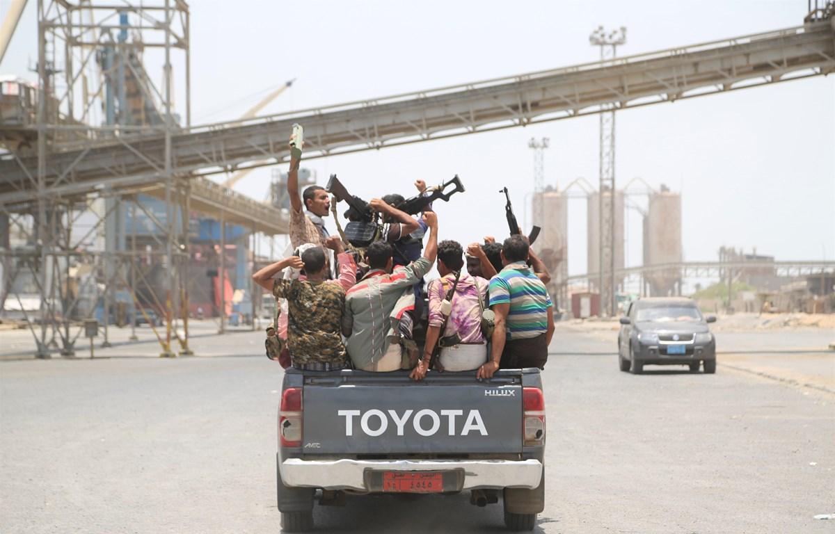 Phiến quân Houthi rút khỏi cảng Salif ở Hodeidah, Yemen, ngày 11/5/2019. (Ảnh: THX/TTXVN)