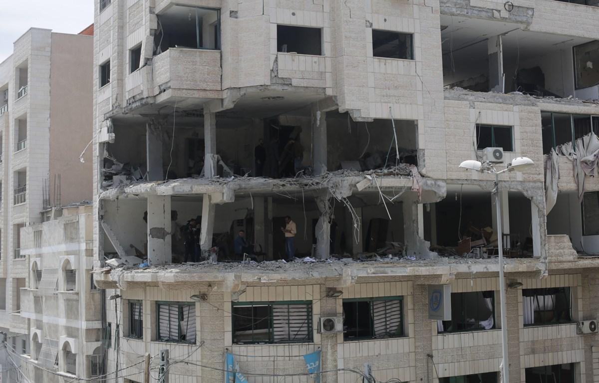 Một tòa nhà bị phá hủy sau loạt không kích của máy bay Israel xuống Dải Gaza ngày 5/5/2019. (Ảnh: THX/TTXVN)