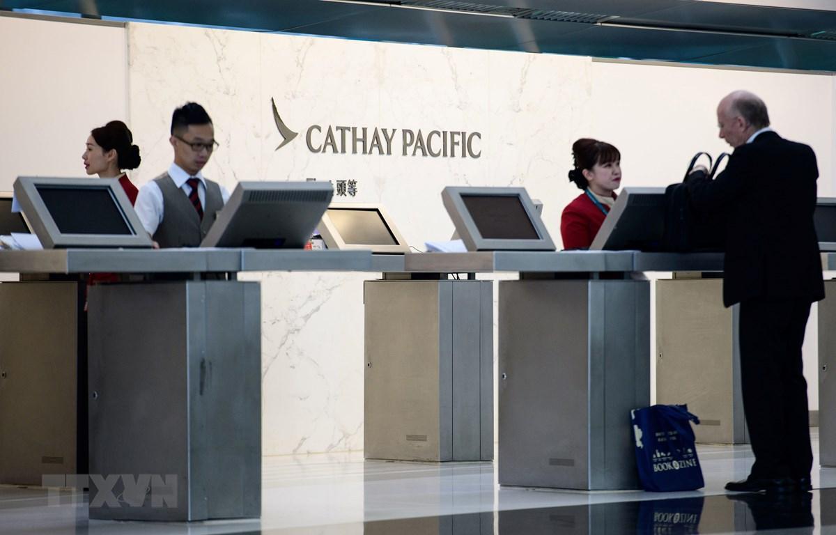 Quầy làm thủ tục của hãng hàng không Cathay Pacific tại sân bay quốc tế Hong Kong, Trung Quốc. (Nguồn: AFP/TTXVN)