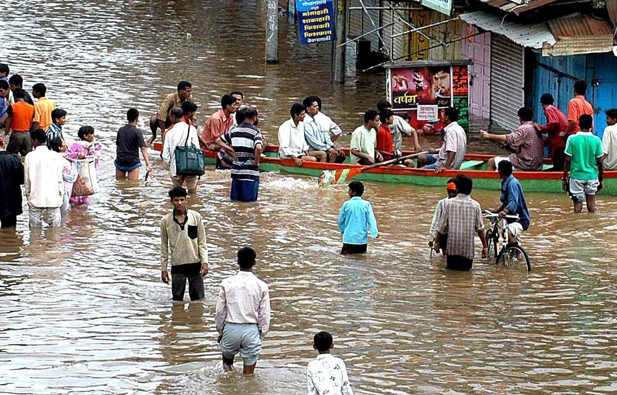 Cảnh ngập lụt tại Sangli, Ấn Độ. Ảnh: (AFP/TTXVN)