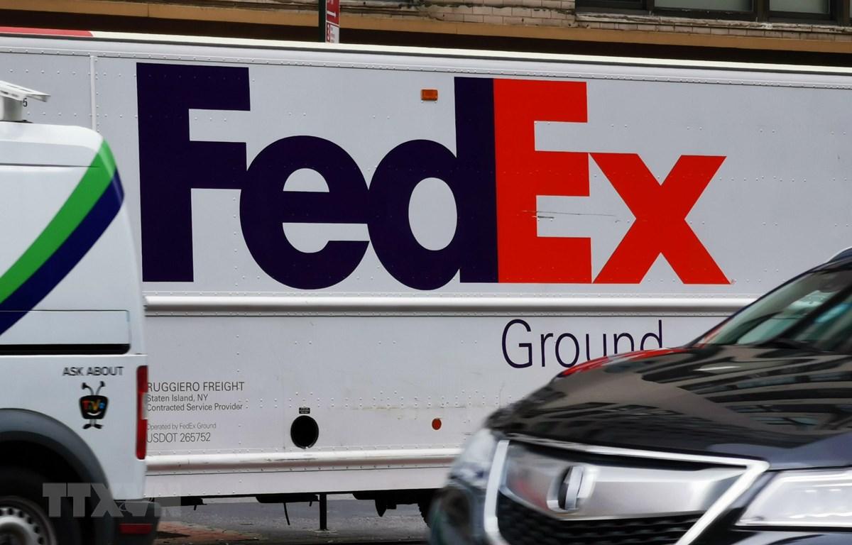 Phương tiện chuyển phát nhanh của FedEx. (Ảnh: THX/TTXVN)