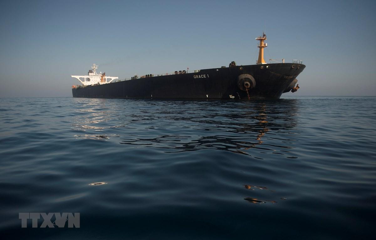 Tàu chở dầu Grace 1 của Iran ở ngoài khơi bờ biển Gibraltar ngày 15/8/2019. (Ảnh: AFP/TTXVN)