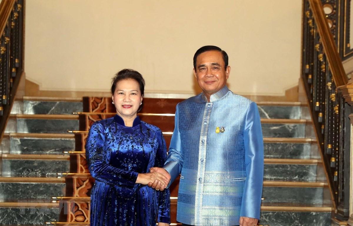 Chủ tịch Quốc hội Nguyễn Thị Kim Ngân hội kiến Thủ tướng Thái Lan Prayut Chan-o-cha. (Ảnh: Trọng Đức/TTXVN)